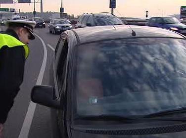 Policisté korigují dopravu na Barrandovském mostě