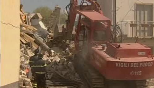 Odklízení trosek po zemětřesení v Itálii