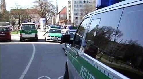Policejní auta před soudem v Landshutu