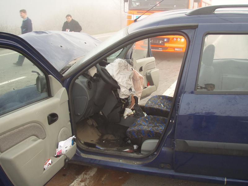 Dacia Logan po čelní srážce