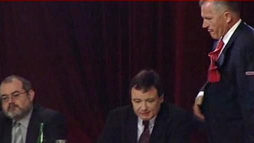 Miroslav Macek fackuje Davida Ratha