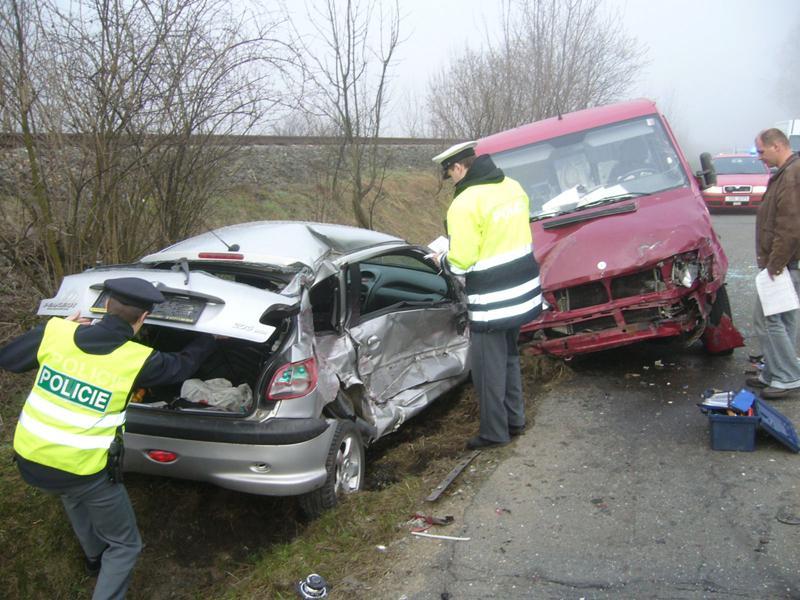 Střet osobního auta a dodávky