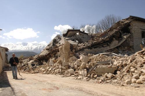 Zemětřesení v italské vesnici Onna
