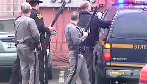 Policie obklíčila šíleného střelce v Binghamtonu