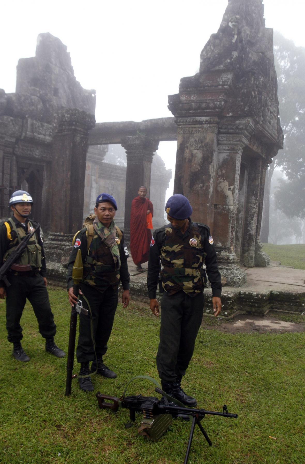 Kambodžští vojáci u chrámu Preah Vihear