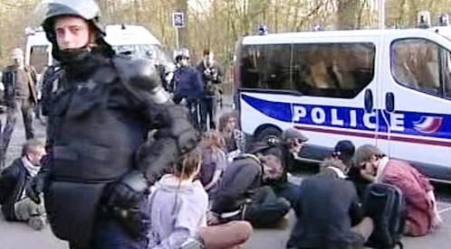 Zatčení demonstranti ve Štrasburku