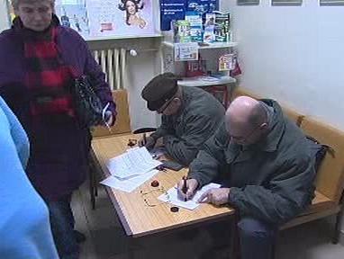 Lidé v lékárně