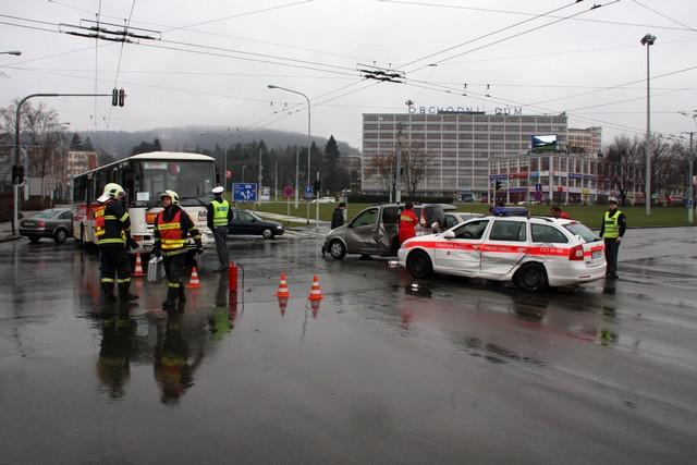 Nehoda autobusu a sanitky