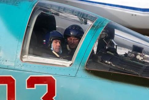 Dmitrij Medveděv v Su-34