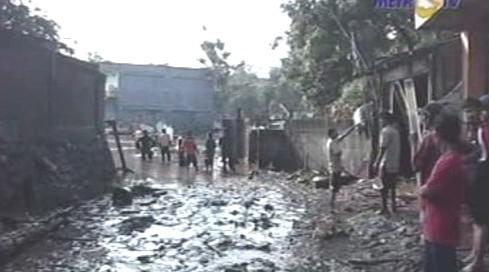 Následky protržení přehrady v Jakartě
