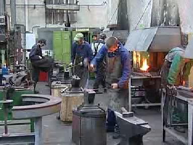Budoucí kováři při práci