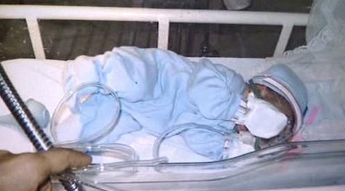 Dítě v inkubátoru
