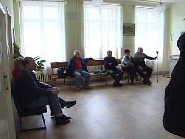 Pacienti v čekárně u lékaře