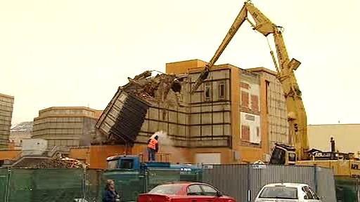 Demolice obchodního domu Ještěd