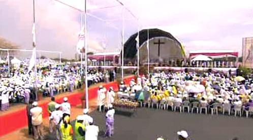 Papežská mše v Angole