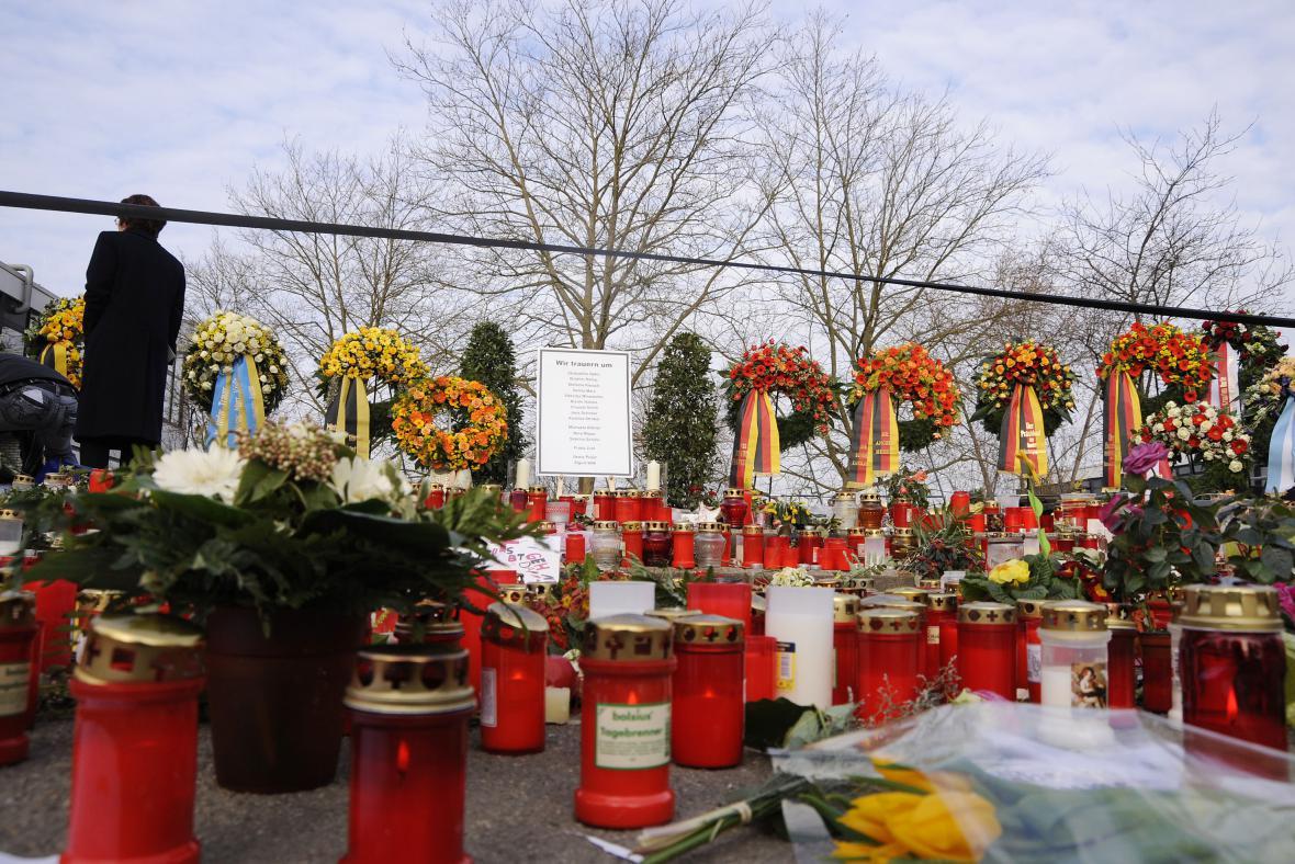 Svíce za zemřelé v německém Winnendenu
