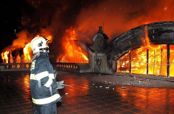 Hasiči u požáru