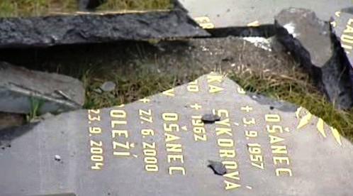 Poničený hřbitov