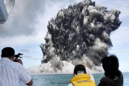 Výbuch podmořské sopky