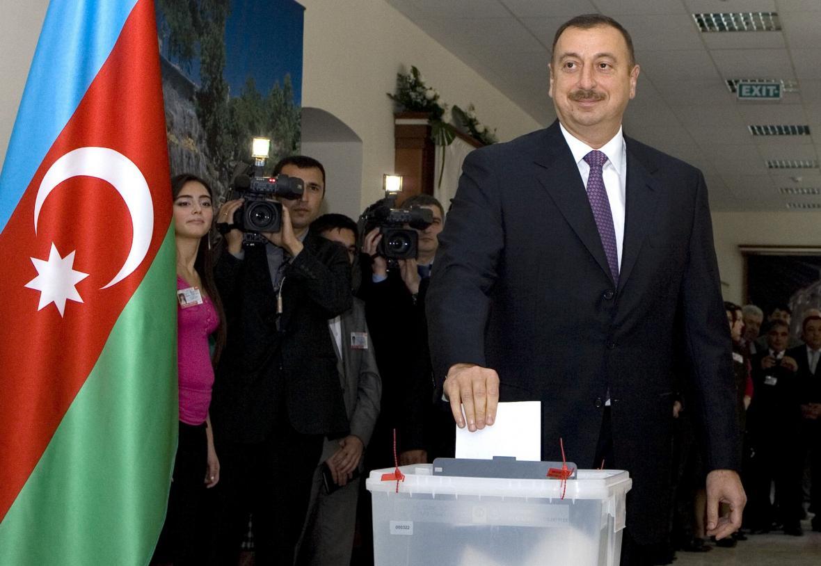 Azerbajdžánský prezident Ilcham Alijev u voleb