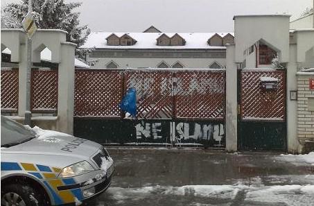 Pošpiněná mešita na Praze 9