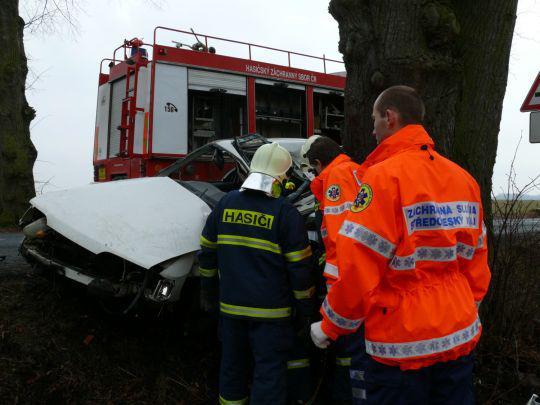 Záchranáři u vážné dopravní nehody
