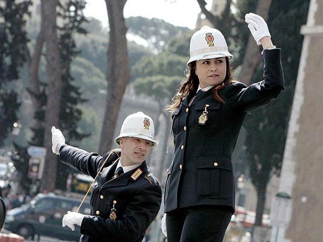Římští policisté řídí dopravu
