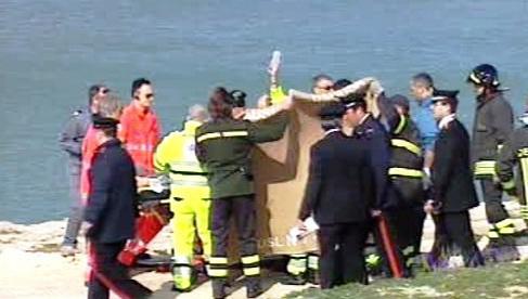 Záchranáři pečují o ženu napadenou psy