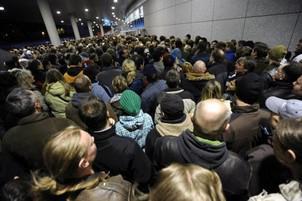 Davy fanoušků čekajících na koncert AC/DC před O2 arenou