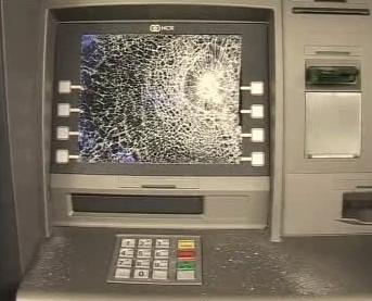 Zničený bankomat
