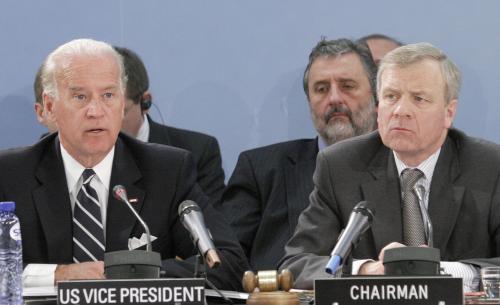 Joe Biden a Jaap de Hoop Scheffer
