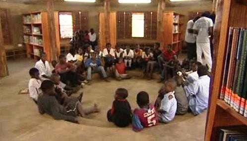 Pouliční knihovna v Zambii