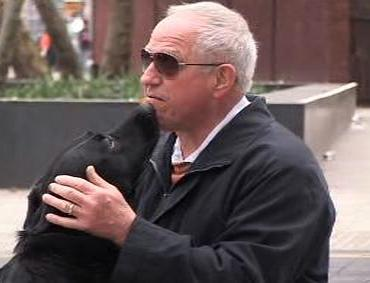 Ron s vodícím psem