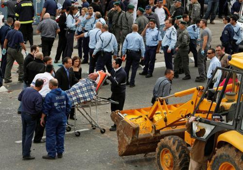 Palestinec zaútočil v Jeruzalémě buldozerem