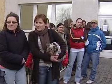 Skupina čekajících lidí