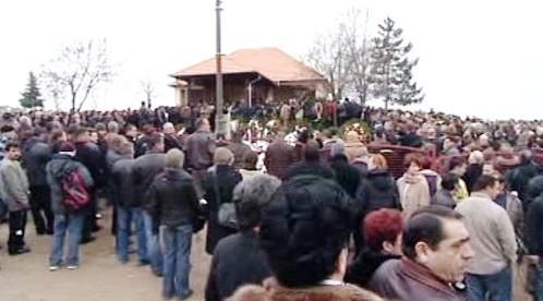 Pohřeb zavražděných Romů