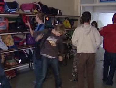 Žáci ve školní šatně