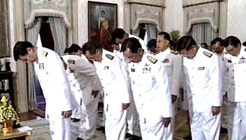 Nová thajská vláda složila přísahu