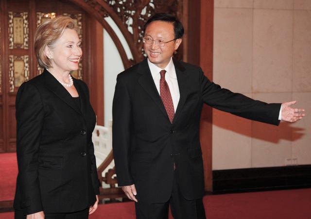 Hillary Clintonová a Jang Ťie-čch˙