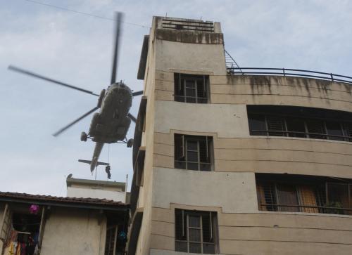 Vrtulník nad židovským centrem v Bombaji