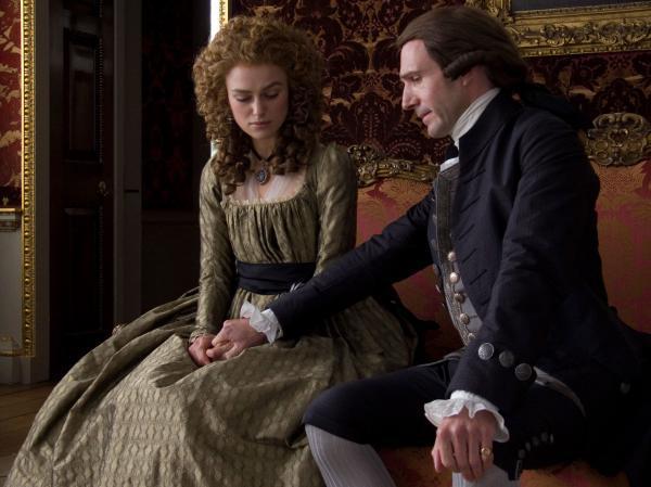 Keira Knightley (Georgiana) a Ralph Fiennes (vévoda)