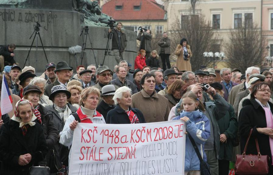 Demonstrace na Staroměstkém náměstí 2008