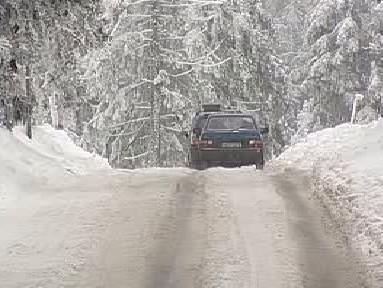 Zasněžená silnice na Boží Dar