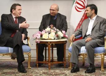 Schröder a Ahmadínežád