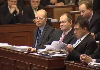 Poslanci při diskusi o balíčku