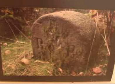 Fotografie historického hraničního kamenu