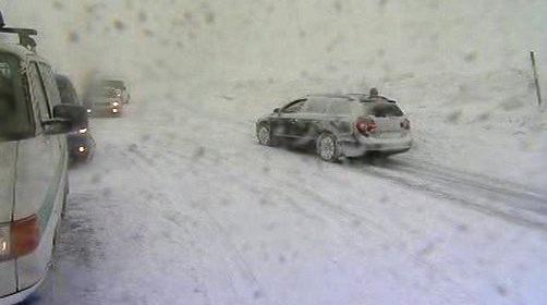 Řidiči mají problémy se sněhem