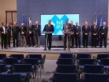 Brífink premiéra, ministrů a NERV