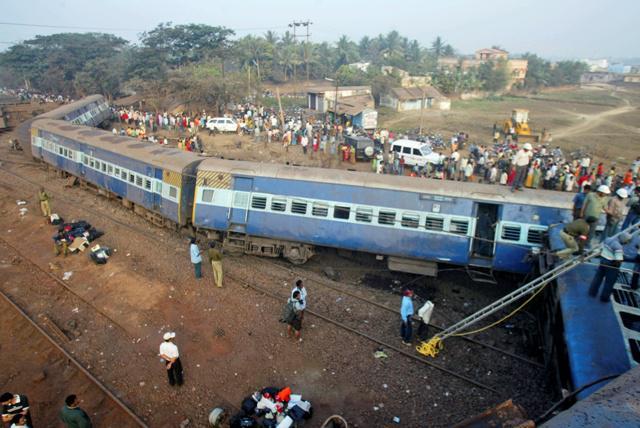 Vykolejený vlak u indického Bhuvanéšvaru