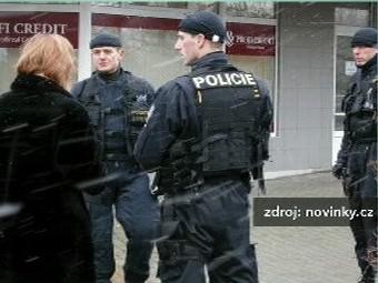 Zasahující policisté
